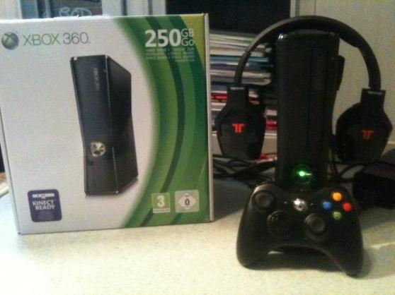 Je vends cette console Xbox 360 slim