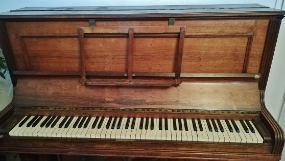 Annonce occasion, vente ou achat 'Piano droit - Régy Paris - 2 pédales'