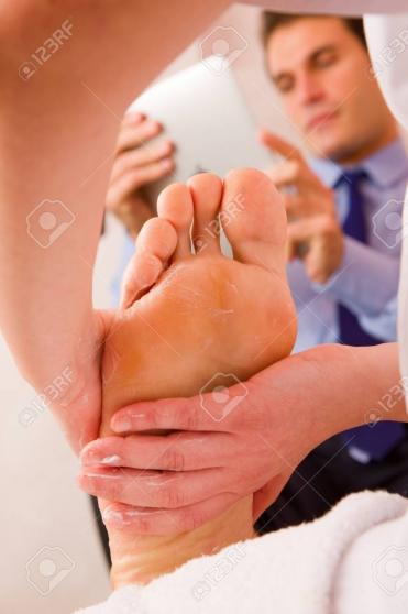 Massage détente de vos pieds messieurs
