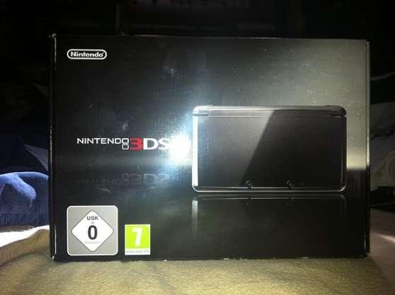 Vends 3DS etat neuf + 2 Jeux