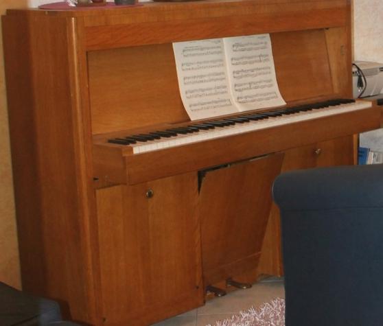 urgent vends piano droit - Annonce gratuite marche.fr
