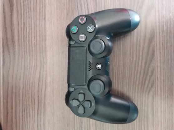 Petite Annonce : Manette dualshok playstation 4 - Vend une manette de Playstation 4 dualshok qui a peu servie