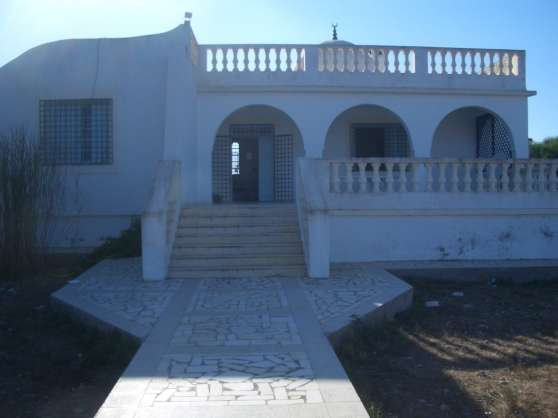 tunisie villa pied dans l 39 eau kelibia tunisie tunis immobilier location villas tunisie. Black Bedroom Furniture Sets. Home Design Ideas