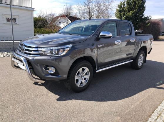 Annonce occasion, vente ou achat 'Toyota HiLux D-4D 150ch D-Cab 4WD SR + a'