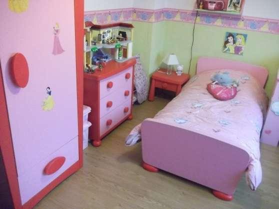 Chambre fille mammut ikea rose et rouge cuinchy meubles for Decoration chez soi chambre coucher
