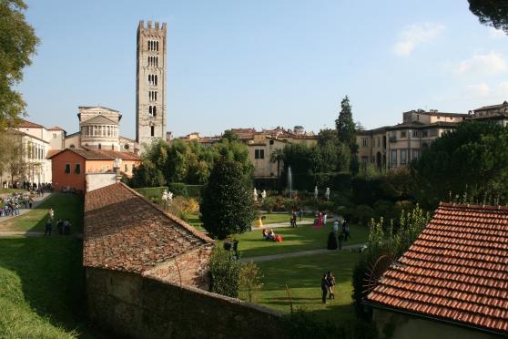 VISITEZ L'ITALIE, LUCCA vous attend!