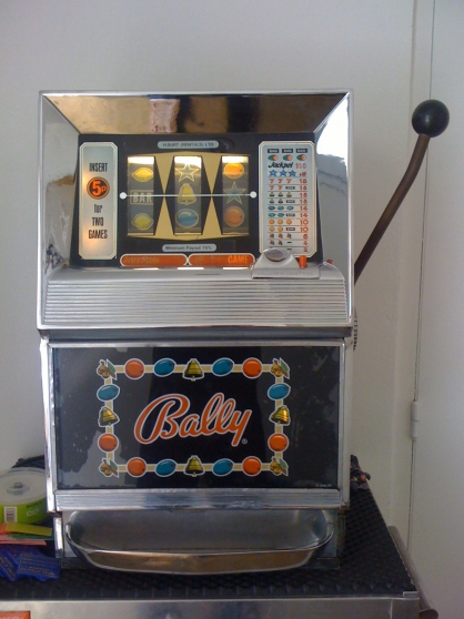 vends machine a sous bally 742 cannes automate juke box machines sous cannes reference. Black Bedroom Furniture Sets. Home Design Ideas