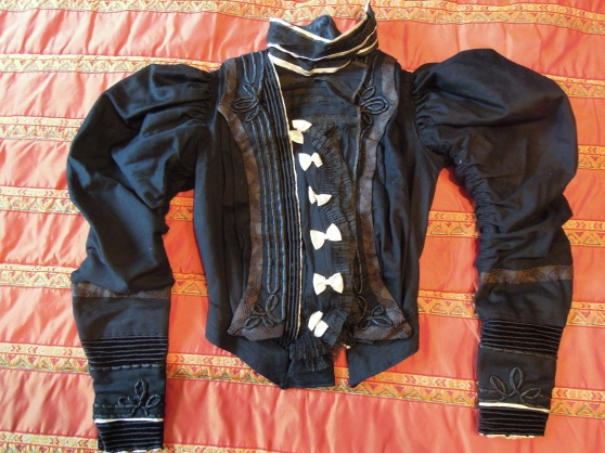 Vêtements anciens d' époque 1900