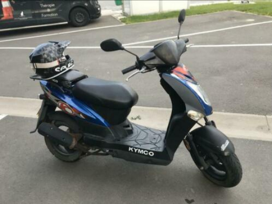Jolie Moto avec Garantie assurance