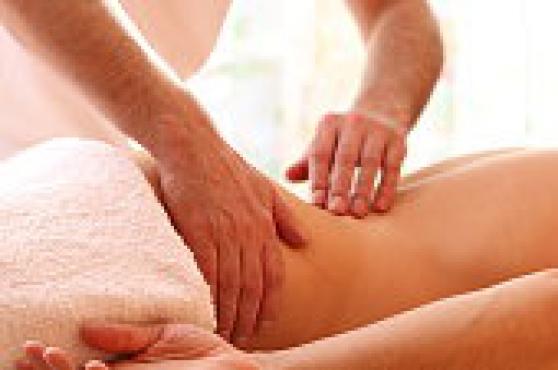Massage aux huiles par homme Expérimenté