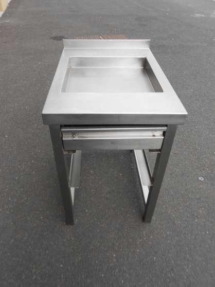 Annonce occasion, vente ou achat 'TABLE INOX,materiel de professionelle'