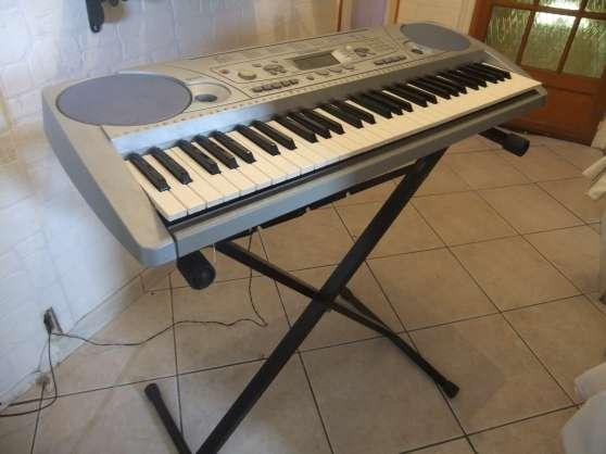 clavier arrangeur yamaha psr 275 273 musique instruments clavier lectronique st etienne. Black Bedroom Furniture Sets. Home Design Ideas