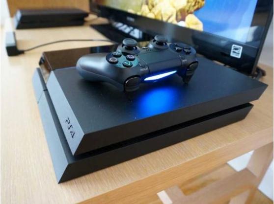 Playstation4 avec 1 manette et trois jeu