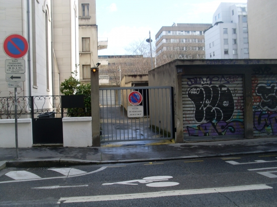 Garage box immobilier a vendre parking box garage for Achat box garage lyon