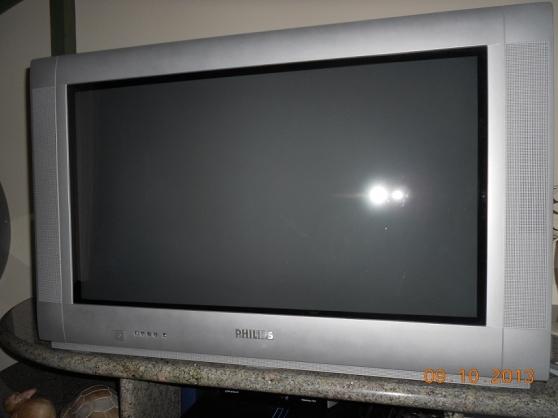 Téléviseur 82cm Philips + décodeur TNT