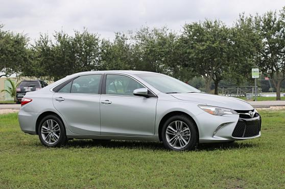 Toyota : Camry 2015 TOYOTA CAMRY SE REAR