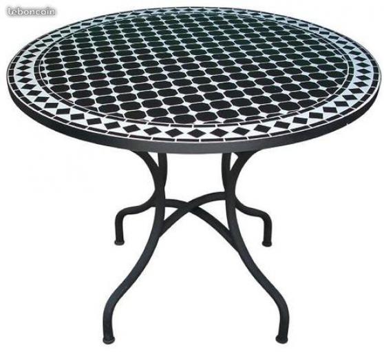 Table de jardin en mosaïque à Belleville - Marche.fr