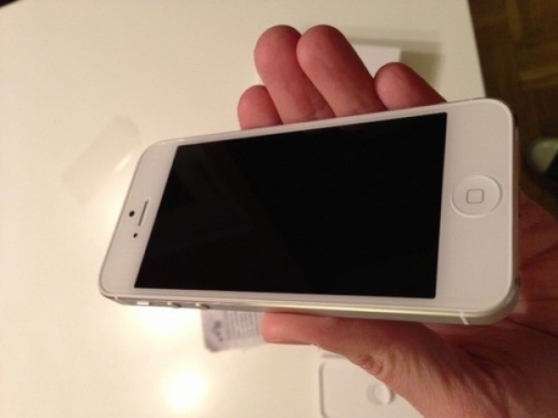 Annonce occasion, vente ou achat 'Iphone 5 64 go blanc neuf garantie'