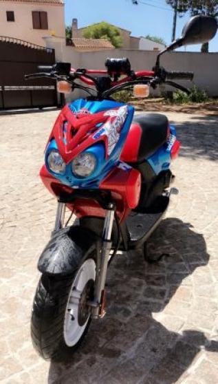 Petite Annonce : Stunt 2019 état neuf encore en rodage - Bonjour je vend mon scooter stunt acheter en 2019 , le scooter à