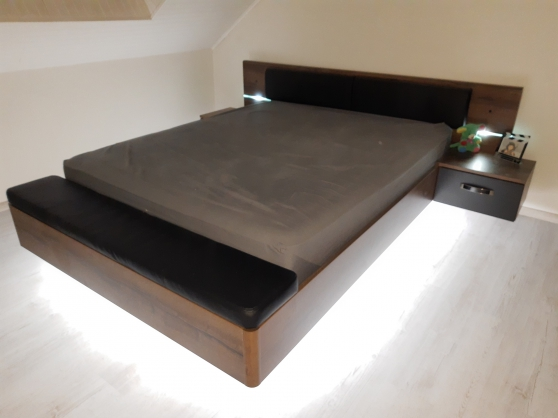 Chambre lit + armoire + sommier matelas