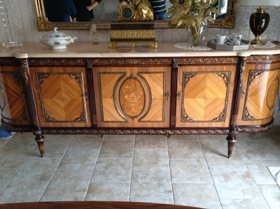 Bahut table louis xvi sign meubles d coration salons for Salle a manger louis xvi occasion