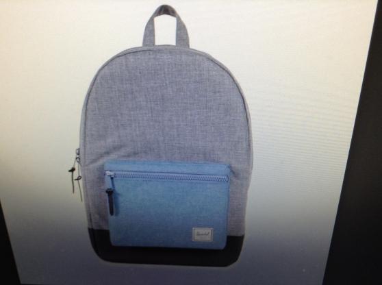 Perdu sac à dos gris avec poche bleue,