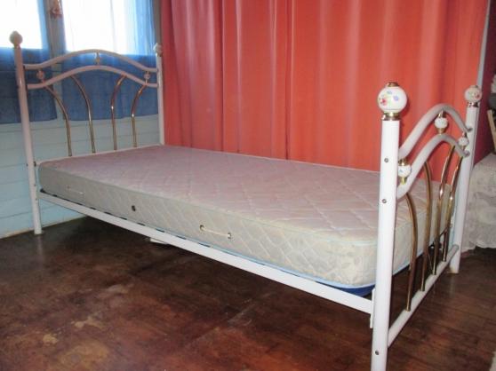 lit metal blanc et or