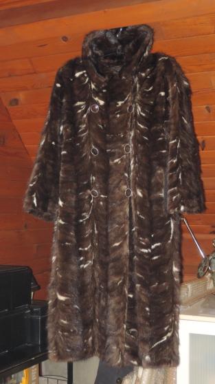 manteau fourrure queues de vison v tements femme fourrures pau reference v t fou man. Black Bedroom Furniture Sets. Home Design Ideas