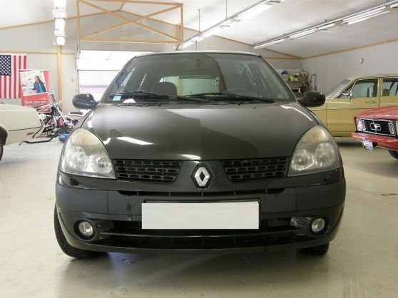 Renault Clio propre et non fumeur