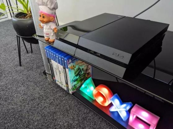 PS4 500 Go + 4 manettes + 9 jeux