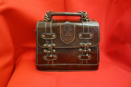 Annonce occasion, vente ou achat 'Sac à main en cuir épais vintage marron'