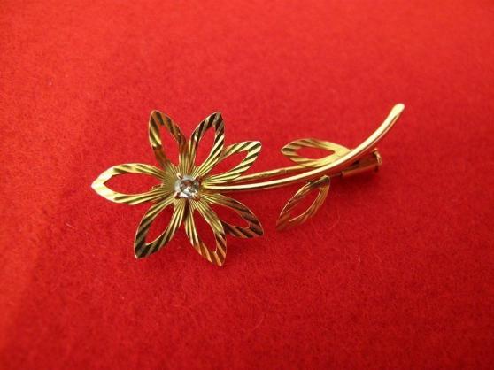 Annonce occasion, vente ou achat 'Broche fleur ancienne en or avec diamant'