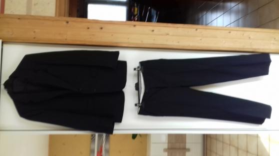 Annonce occasion, vente ou achat 'COSTUME 2 picèces Bleu Marine / Noir'