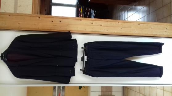 Annonce occasion, vente ou achat 'COSTUME 2 Pièces Bleu Marine'