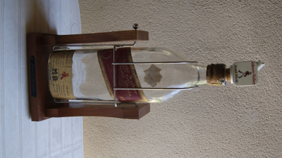 bouteille de whisky sur socle - Annonce gratuite marche.fr