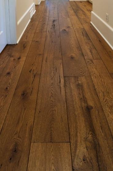 Petite Annonce : Plancher chêne à l\'ancienne - Beau plancher de chêne massif   Lames prêtes à poser  80 m2