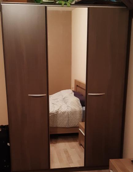 belle armoire en noyer 3 portes