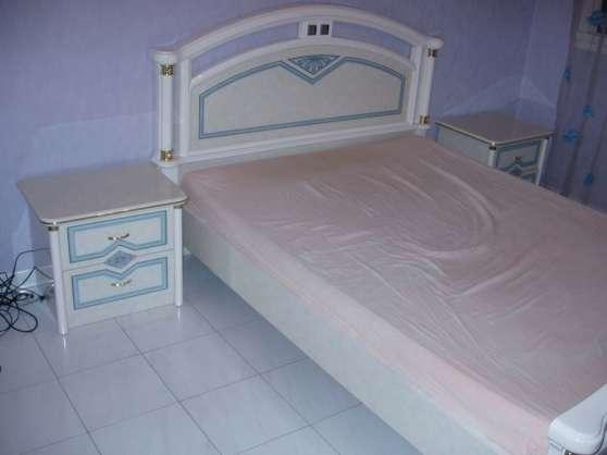 Urgent chambre coucher complete meubles for Petit meuble chambre a coucher