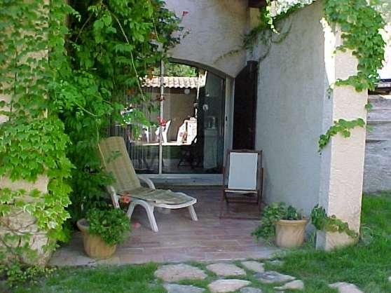 studio avec piscine et jardin privatif