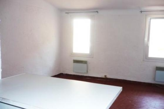 AIX CV Cardeurs/Mairie : Studio en 3ème