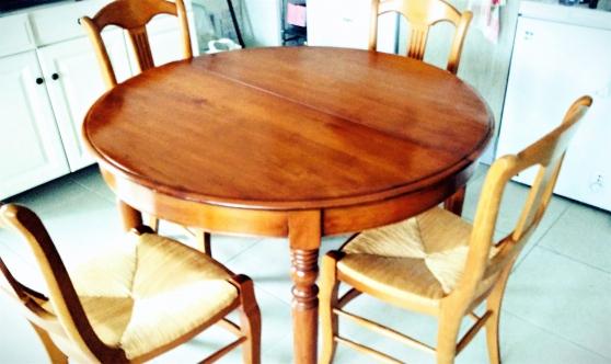 Annonce occasion, vente ou achat 'Vend table ronde salon avec chaises'