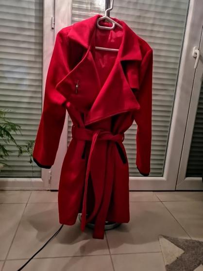 vend jolie manteau rouge taille 40/42