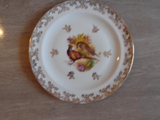 Petite Annonce : 12 assiettes + 1 plat gibier porcelaine - Porcelaine de Limoges Authentiques  porcelaines Limousines décorée .