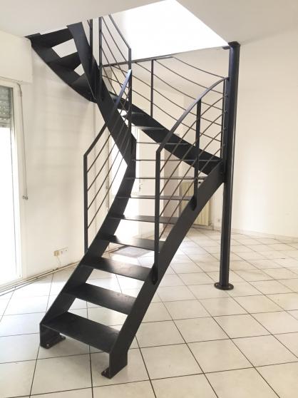 Escalier acier 2/4 tournant