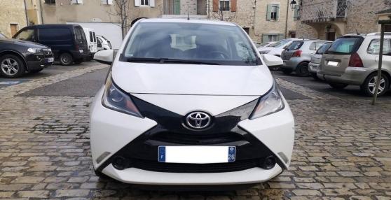 Toyota Aygo 1.0 VVTI 70 X-PLAY berline
