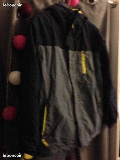 Annonce occasion, vente ou achat 'Parka ski enfant 12 ans avec capuche'