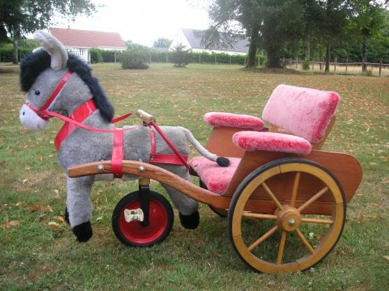 Petite Annonce : Charette et âne peluche - Remise en état pour décoration de Noël  longeur 1m ,largeur 47 cm ,