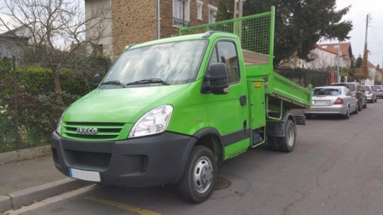 Petite Annonce : Iveco daily 35c12 2.3l camion benne - IVECO Daily 35C12 2.3L Camion Benne Hydraulique Utilitaire 4x2 Année