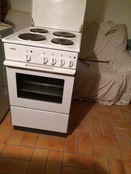 Annonce occasion, vente ou achat 'cuisinière Bosch avec 4 plaques'