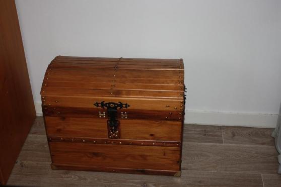Coffre en bois antiquit art brocantes meubles anciens - Meuble demi lune bois ...